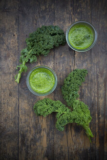 Two glasses of kale smoothie - LVF002615