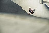 Girl in skatepark - UUF003046