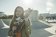 Teenage girl in skatepark - UUF003049