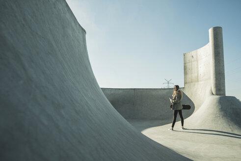 Teenage girl in skatepark - UUF003052