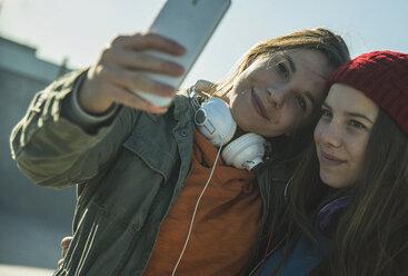 Two teenage girls outdoors taking selfie - UUF003060