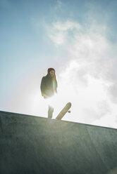Teenage girl in skatepark - UUF003066