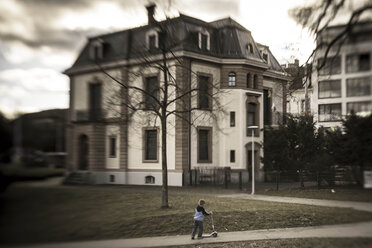 Switzerland, Basel, boy with scooter in front of a house - FC000610