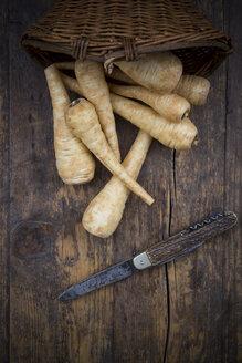 Organic parsnips and pocket knife on wood - LVF002628