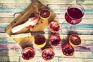 Glass of blood orange juice, squeezed blood oranges and juice squeezer - SARF001251