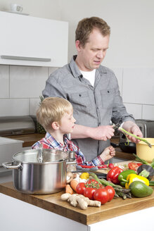Father and son cooking - PATF000015