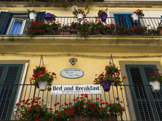 Italy, Sicily, Caltagirone, sign Bed and Breakfast at railing of balcony - AM003601
