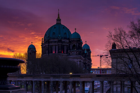 Germany, Berlin, Berlin Cathedral at twilight - BIGF000052