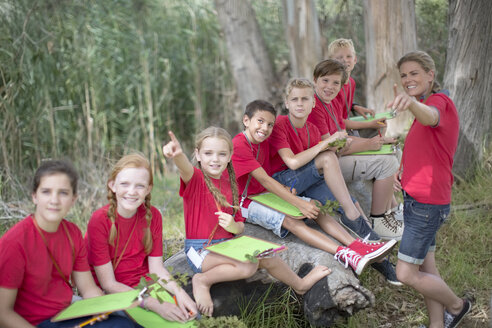 South Africa, Kids on field trip exploring nature - ZEF003949