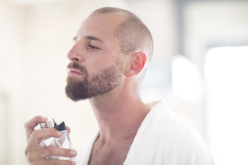 Man using Eau de Cologne - ZEF002950