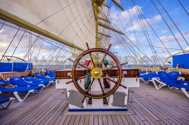 Caribbean, Antilles, Lesser Antilles, Grenadines, Union Island, steering wheel abord - THA001201 - Thomas Haupt/Westend61