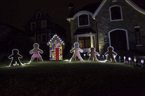 Canada, Vancouver, Christmas illuminations, Row of Gingerbread men - NGF000189
