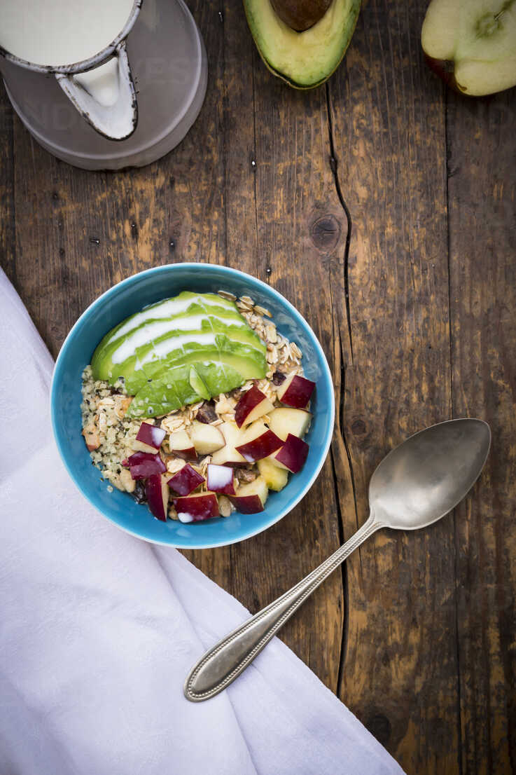 Superfood, avocado apple granola with organic hemp seeds - LVF002645 - Larissa Veronesi/Westend61