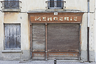 France, Carcassonne, old house facade - GWF003851