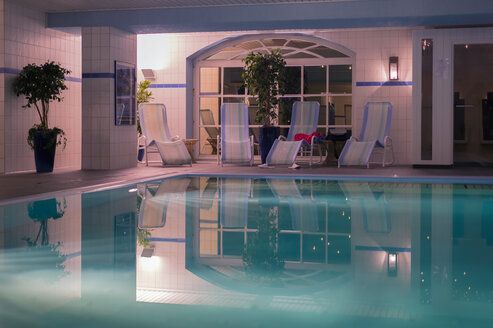 Pool of a hotel - FRF000178