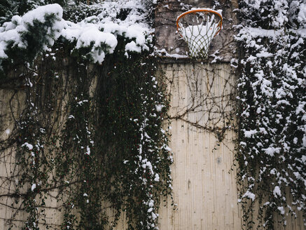 Basketball hoop in winter - KRP001268