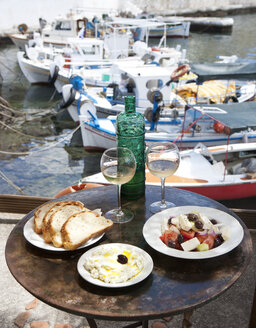 Greece, Agios Nikolaos, traditional Greek starters and wine on table - WWF003541