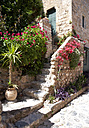 Greece, Monemvasia, house with flowers in old town - WWF003543
