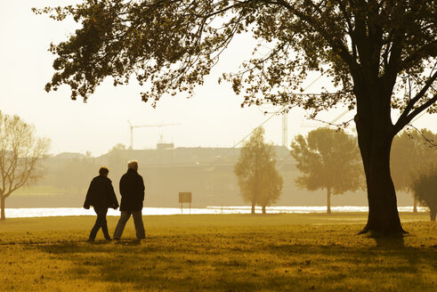 Germany, Duesseldorf, senior couple walking near Rhine river - GUF000079