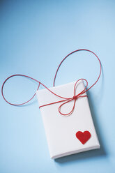 Valentine's gift parcel wit red heart - BZF000001
