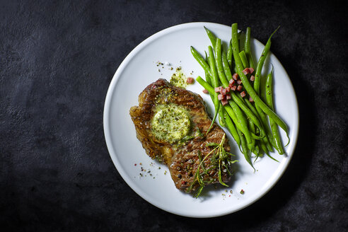 Rump steak with herbed butter, green beans and bacon - KSW001410