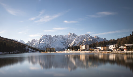 Italy, Veneto, Belluno, Lake Misurina in autumn - MKFF000146