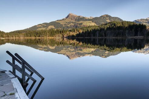 Austria, Tyrol, Kitzbuehel, Schwarzsee in autumn - MKFF000150