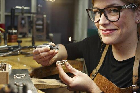 Portrait of goldsmith in workshop at work - EDF000106