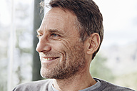 Close-up of smiling mature man looking away - MFF001425