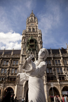 Germany, Bavaria, Munich, street artist on Marienplatz in front of new town hall - PC000048