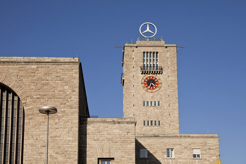 Germany, Stuttgart, central station with Mercedes logo on clock toer - PC000054