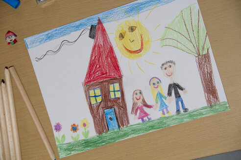 Child's drawing with happy family - YFF000315