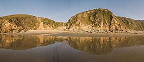 Spain, Galicia, Valdovino, Campelo beach at sunset - RAEF000025