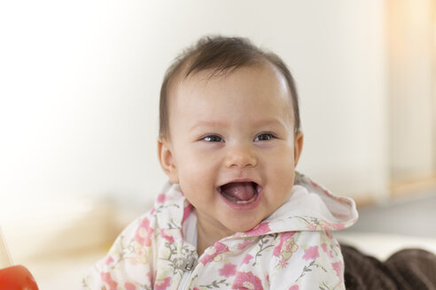 Portrait of happy baby girl - DRF001254