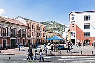 Ecuador, Quito, Old town with a view of the Virgin of Quito at El Panecillo - FOF007634