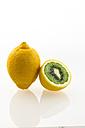 Kiwi inside lemon - AMF003720