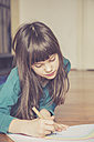 Girl drawing rainbow - LVF002721
