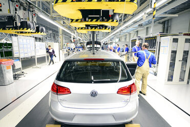Production of VW cars in a factory - SCH000440