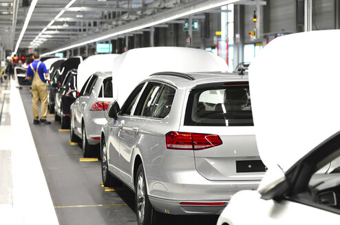 Production of VW cars in a factory - SCH000449