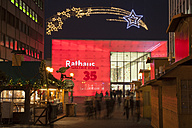 Germany, North Rhine-Westphalia, Essen, Shopping Center Rathaus Galerie and Christmas market - WI001384