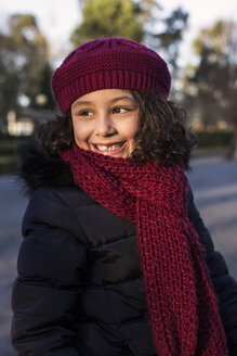 Portrait of smiling little girl wearing wool cap and scarf - MGOF000059