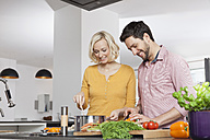 Couple cooking in kitchen - RBF002380