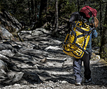 Nepal, Khumbu, Everest region, Tengboche, Nepalese porter - ALR000056