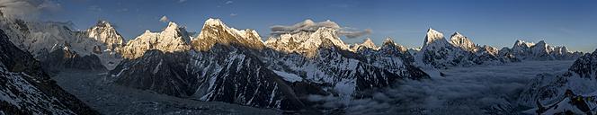 Nepal, Khumbu, Everest region, Everest range from Gokyo ri peak - ALRF000034