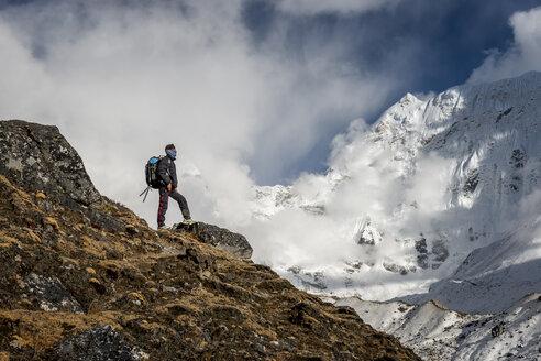 Nepal, Khumbu, Everest region, trekking looking to mountains of Himalaya - ALR000077