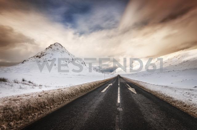 United Kingdom, Scotland, Glencoe, road in winter - SMAF000294