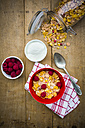 Bowl of glutenfree cereals with fresh raspberries and natural yoghurt - LVF002824