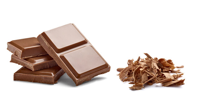 Chocolate bar and chocolate shaving on white background - RAMF000039