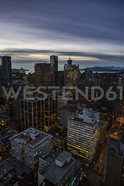 Canada, Vancouver, Cityscape from Harbour Centre in the evening - NGF000237 - Nadine Ginzel/Westend61
