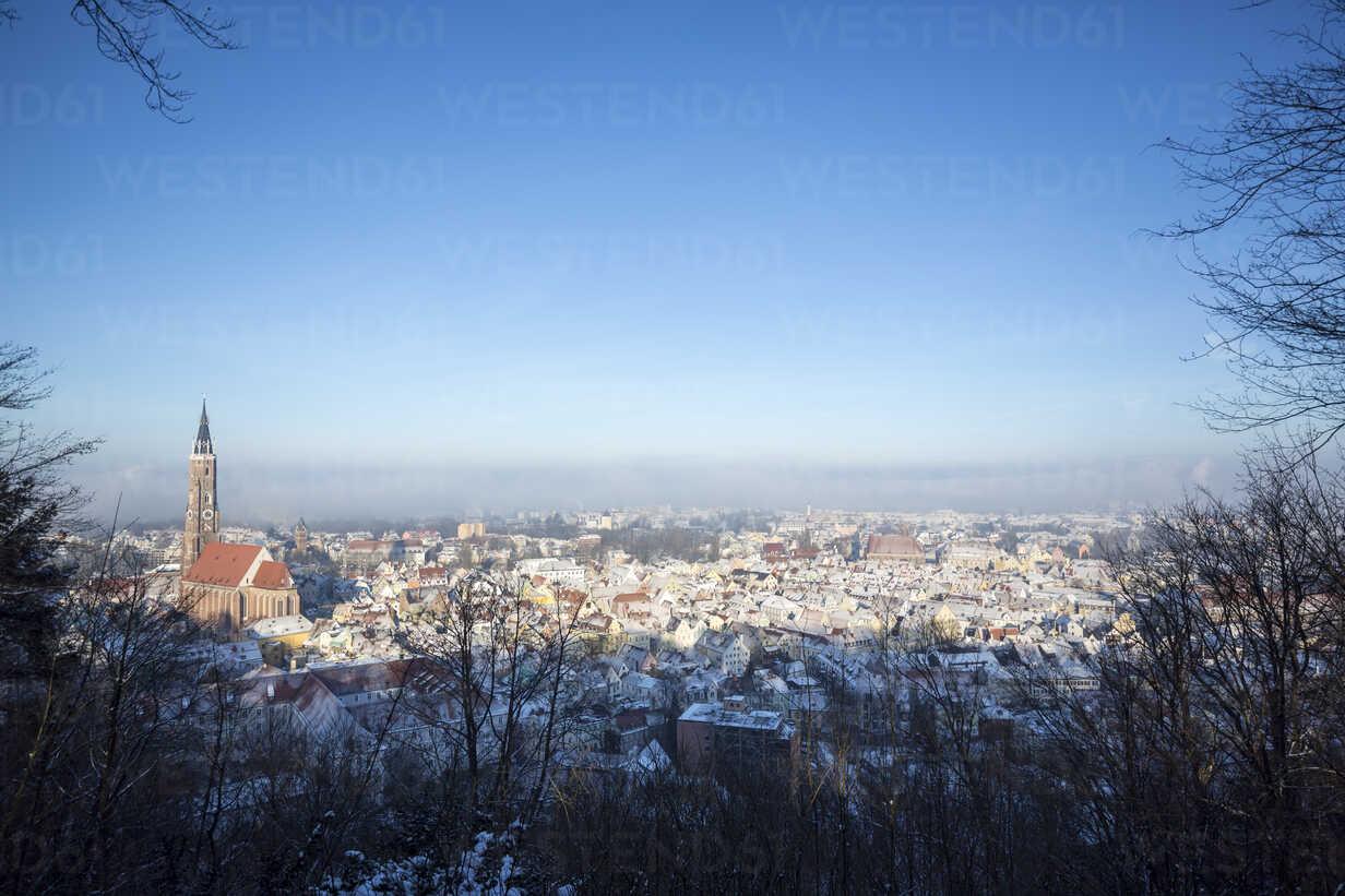 Germany, Bavaria, Landshut, cityscape with St. Martin's church in winter - SARF001341 - Sandra Roesch/Westend61